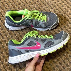Nike revolutions